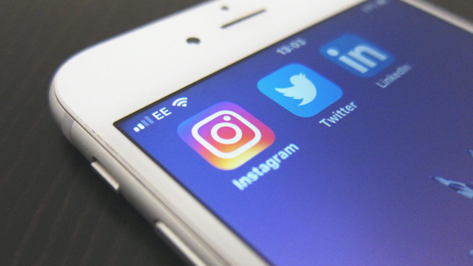 Smartphone mit Instagram, Twitter und LinkedIn Apps
